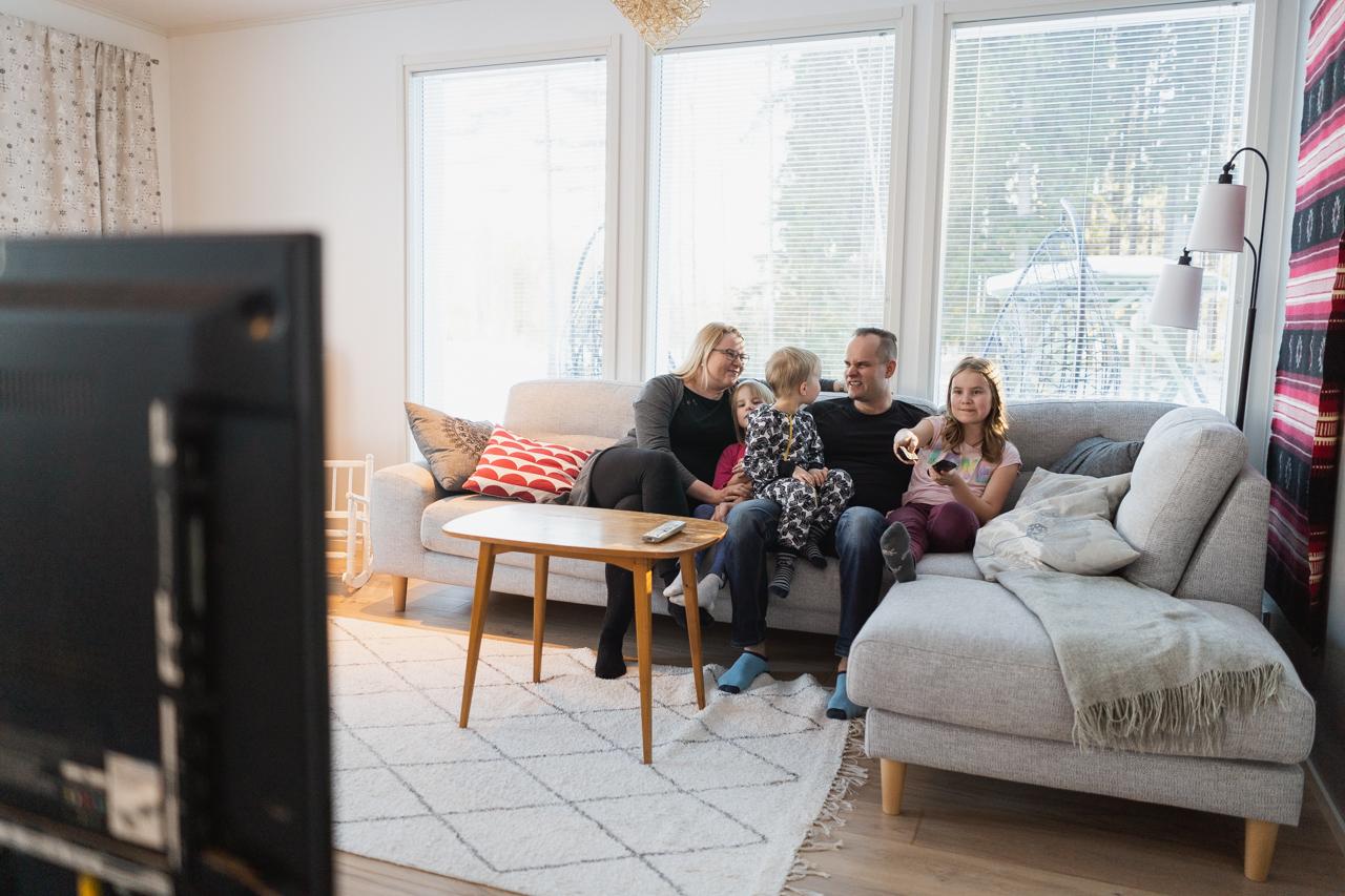 Työnäyte: Perhe - Valokuvaus Naapuriksi Savonlinnaan verkkosivu kampanjaan
